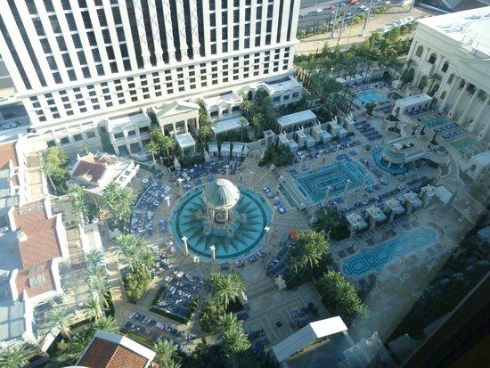 Caesars Palace: vue de la chambre /piscine