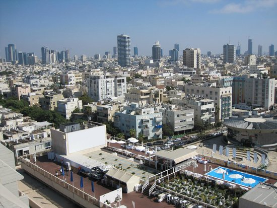 Carlton Tel Aviv : View of the city from the rooftop pool