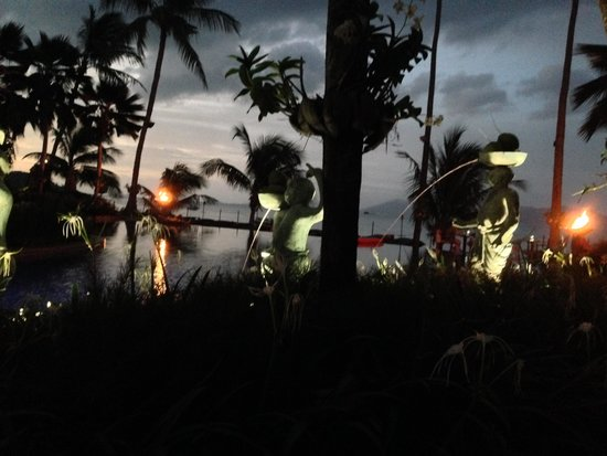 Anantara Bophut Koh Samui Resort: nighte time at the pool