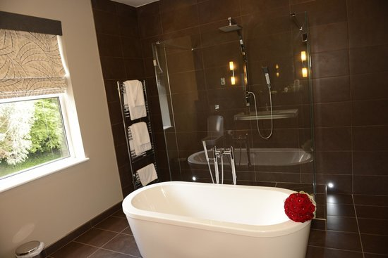 Eaton Hotel: Presidential suite luxury bathroom