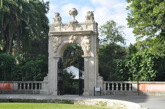 Vizcaya Museum and Gardens: Portal entrance