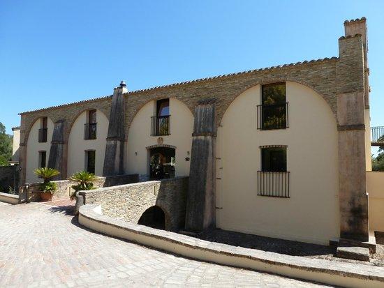 Hotel Costa dei Fiori: La facciata dell'hotel