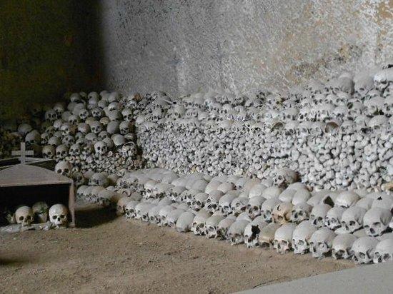 Cimitero delle Fontanelle: Resti anonimi