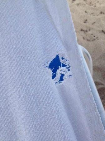 B Ocean Resort Fort Lauderdale: Tear in lounge cover at beach (chair #1)