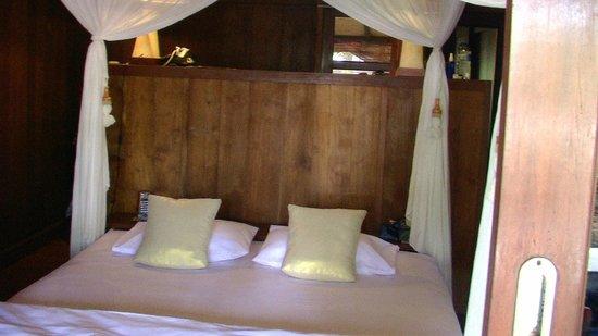Exclusive Bali Bungalows: Bedroom inside bungalow