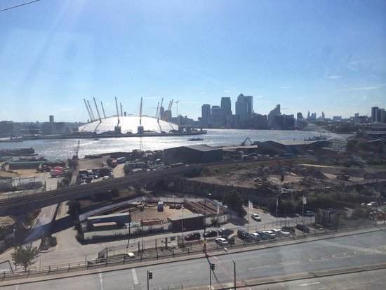 Emirates Air Line Cable Car - Royal Docks : O2 in the sun