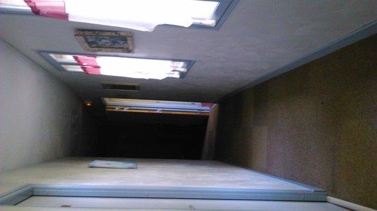 Auberge de L'Ile: les couloirs de l auberge