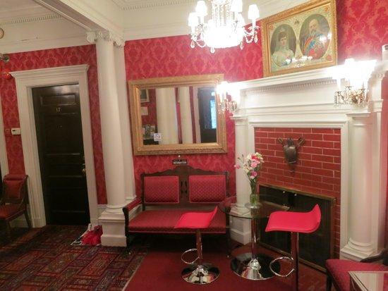 Le Chateau de Pierre: The red colors adds richness