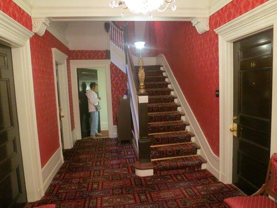 Le Chateau de Pierre: There is no elevator