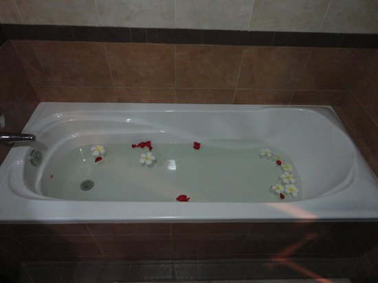 Pacific Hotel & Spa : Vasca
