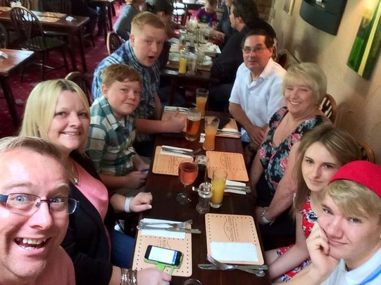 The Hanging Gate Pub and Restaurant: with  my  family about to enjoy  a  wonderful  sunday  lunch