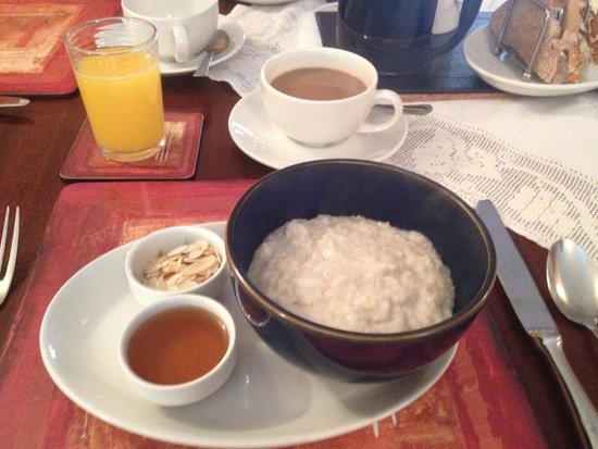 Chycara House: Porridge served with honey and almonds