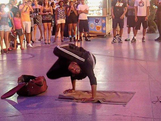 Fremont Street Experience: Street performer