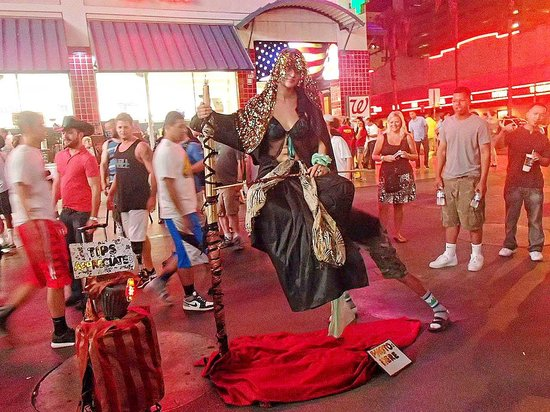 Fremont Street Experience: Woman floating