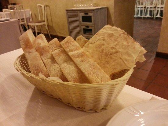 Ristorante GrillHouse Teatro: Pan típico de Cerdeña