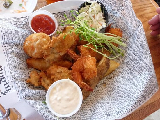 Schaefer's Canal House: Schaefer's Fried Combo (oysters, shrimp & crab cake)