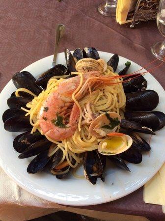 Il Vesuvio: Spaghetti alla pescatora ��(senza aglio)!!!!