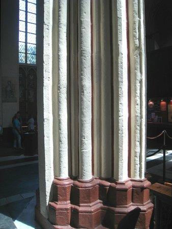 Holy Savior Cathedral (Sint-Salvatorskathedraal) : Lovely stonework