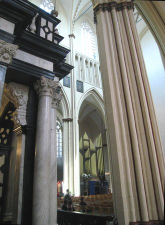 Holy Savior Cathedral (Sint-Salvatorskathedraal): Numerous column types