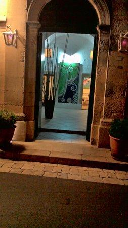 La Locanda dei Camini : ingresso del ristorante