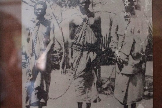 Bagamoyo, Τανζανία: Slaves in chains