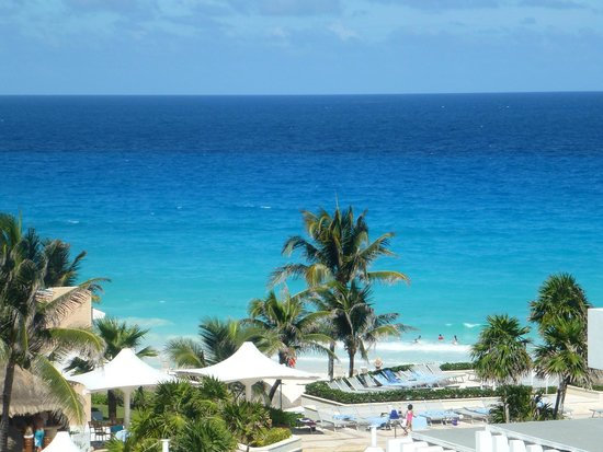 Omni Cancun Resort & Villas: beach view