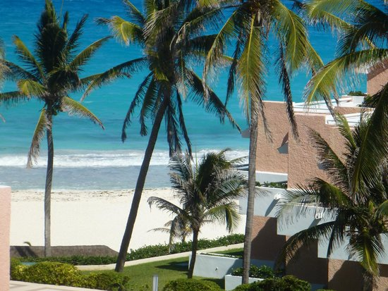 Omni Cancun Resort & Villas: beach & hotel grounds