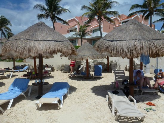 Omni Cancun Resort & Villas: beach shade