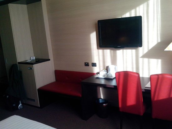 Palace Hotel Legnano: la scrivania