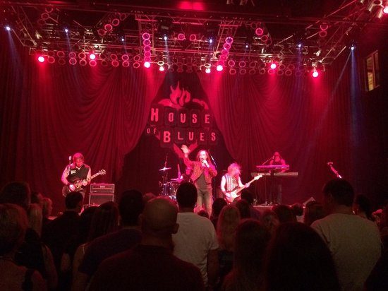 House of Blues Restaurant & Bar : Departure tribute band