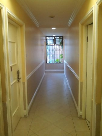 The Knutsford Court Hotel: inside corridor