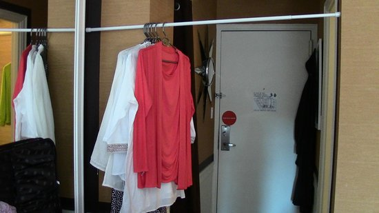 Empire Hotel : Makeshift closet to accomodate our clothes