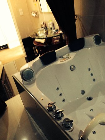 Durrant House: Our spa room