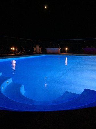 DoubleTree by Hilton Istanbul Avcilar : Roof swimming pool