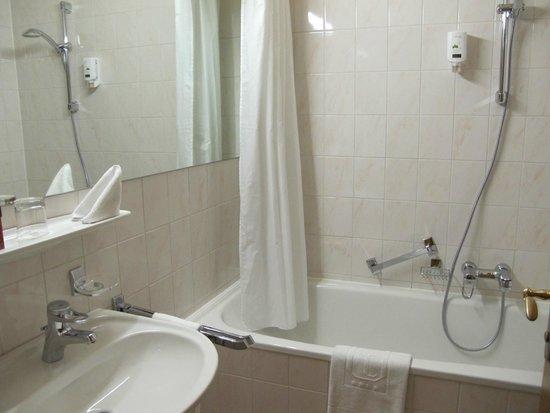 Hotel City Central: Baño