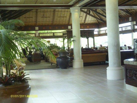 Loews Royal Pacific Resort at Universal Orlando : sushi bar and lounge area