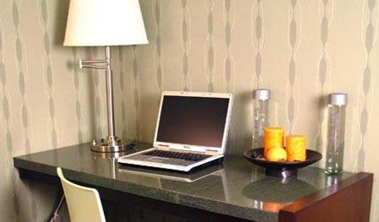 3 Palms Hotel: Work Area