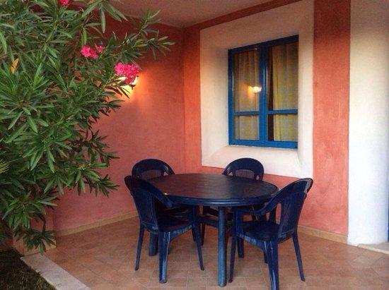 Aparthotel Villa Peonia: Veranda