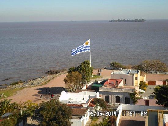 Vista do Rio de la Plata do alto do farol de Colonia.