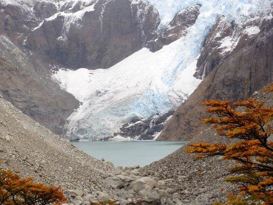 Glaciar Piedras Blancas: glaciar y laguna