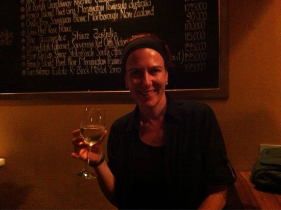 White Marble Restaurant & Wine Bar: Lovely spot for a glass of wine and people watching