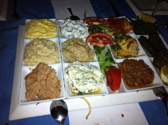 Turkuaz Restaurant Meyhane: meze plate for 4 person! Delicious!