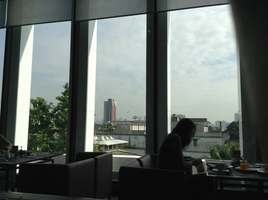 Chatrium Residence Sathon Bangkok : view from buffet