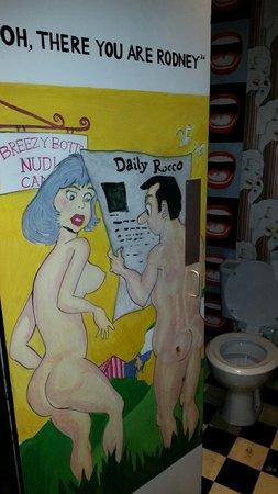 Hotel Pelirocco: Guest toilet