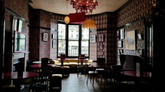 Hotel Pelirocco: Bar / reception seating area