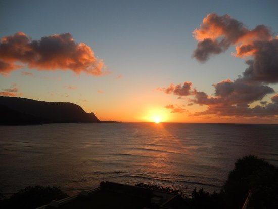 St. Regis Princeville Resort: Another sunset view from the terrace