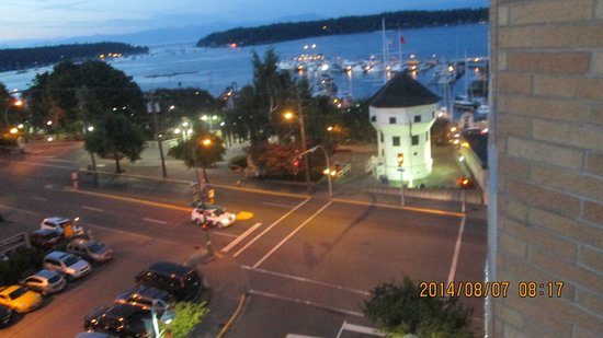 Coast Bastion Hotel : evening in Nanaimo harbour