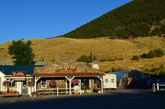 Chico Hot Springs Resort: Gif Shop