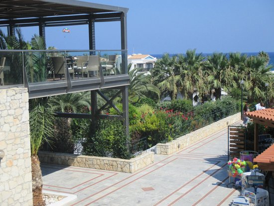 Restaurant balcony picture of annabelle beach resort for Restaurants with balcony