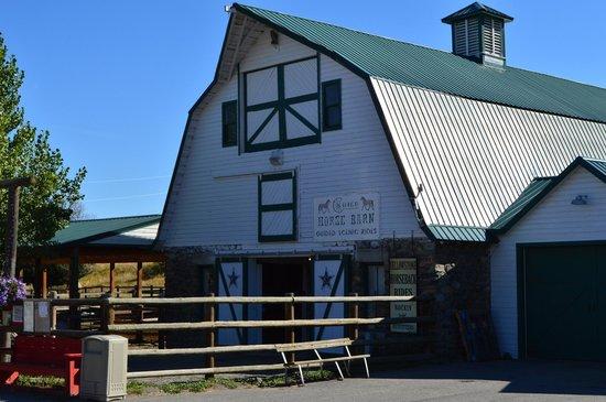 Chico Hot Springs Resort: Horse Barn.